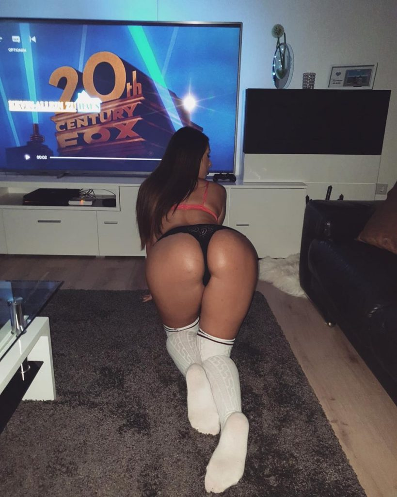 Curvy Brunette Celebrity Vazzzle Showing Off Her Ass on Camera gallery, pic 20