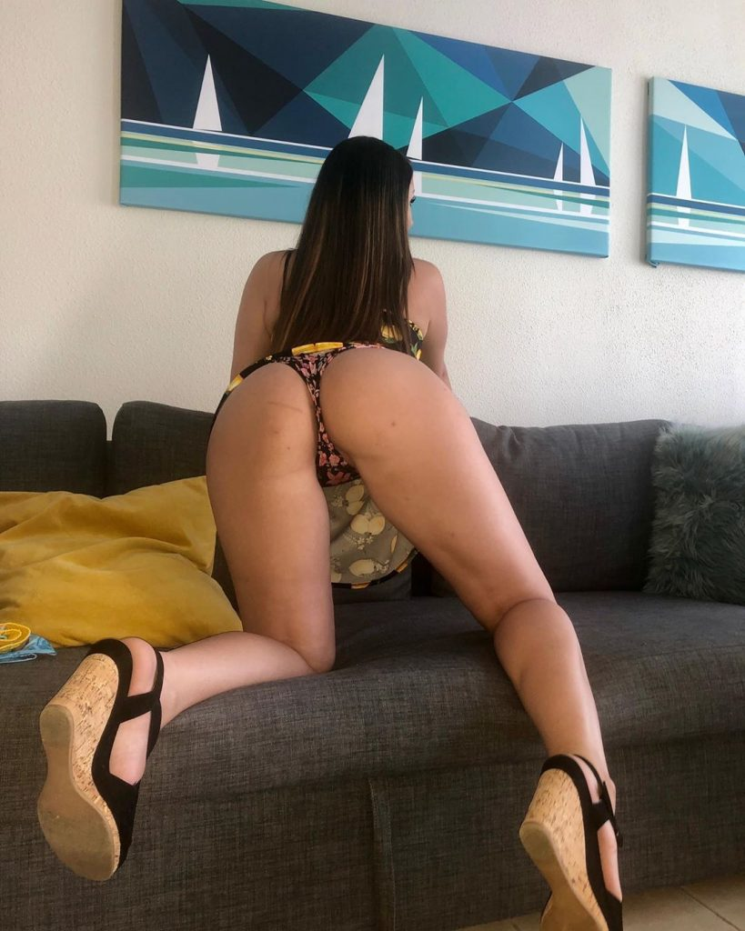 Curvy Brunette Celebrity Vazzzle Showing Off Her Ass on Camera gallery, pic 23