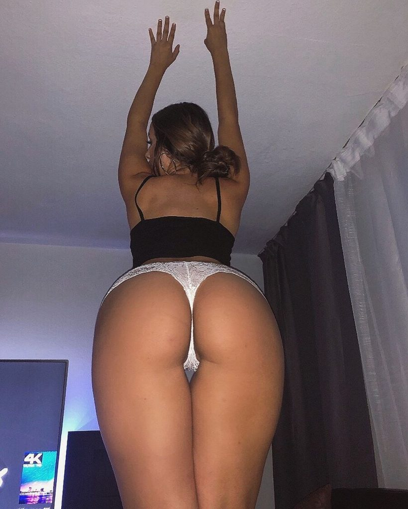 Curvy Brunette Celebrity Vazzzle Showing Off Her Ass on Camera gallery, pic 24