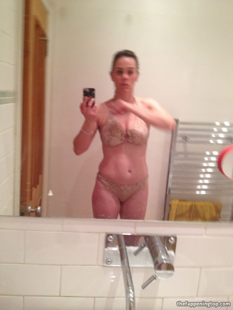 Saggy Tits MILF Jill Halfpenny Roaming the Wildness (Naked) gallery, pic 11