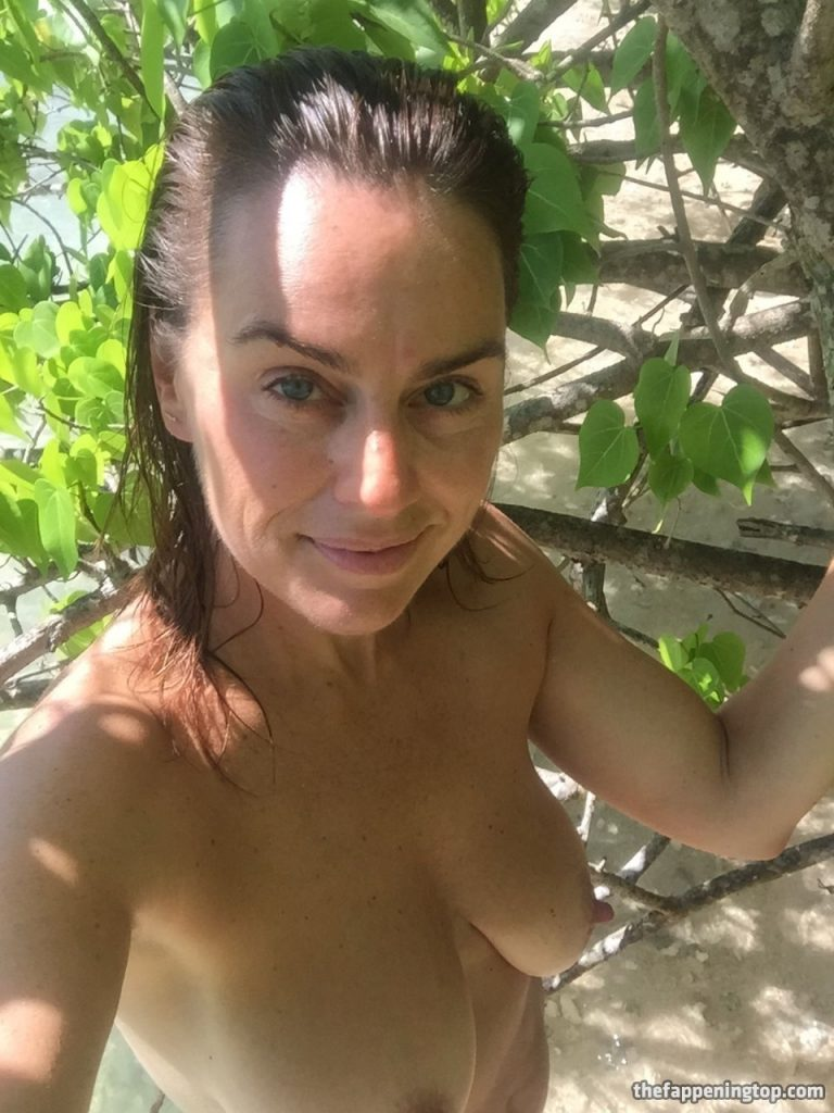 Saggy Tits MILF Jill Halfpenny Roaming the Wildness (Naked) gallery, pic 13