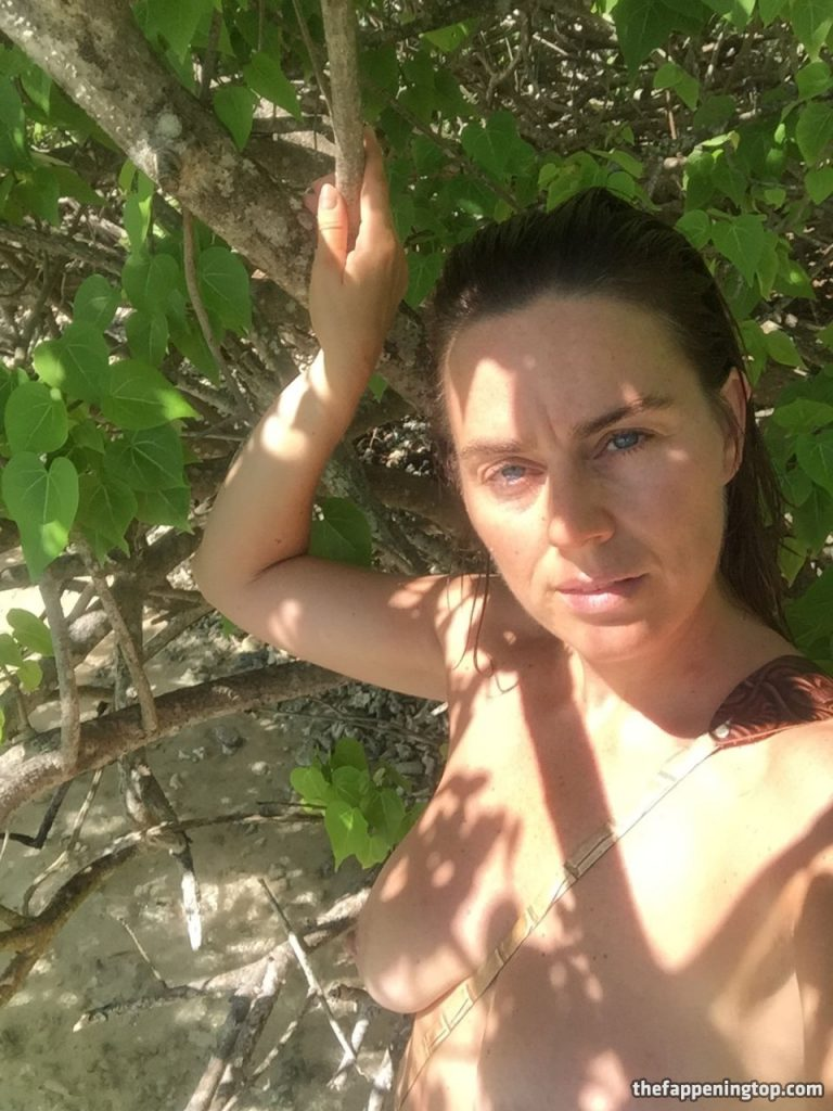 Saggy Tits MILF Jill Halfpenny Roaming the Wildness (Naked) gallery, pic 15