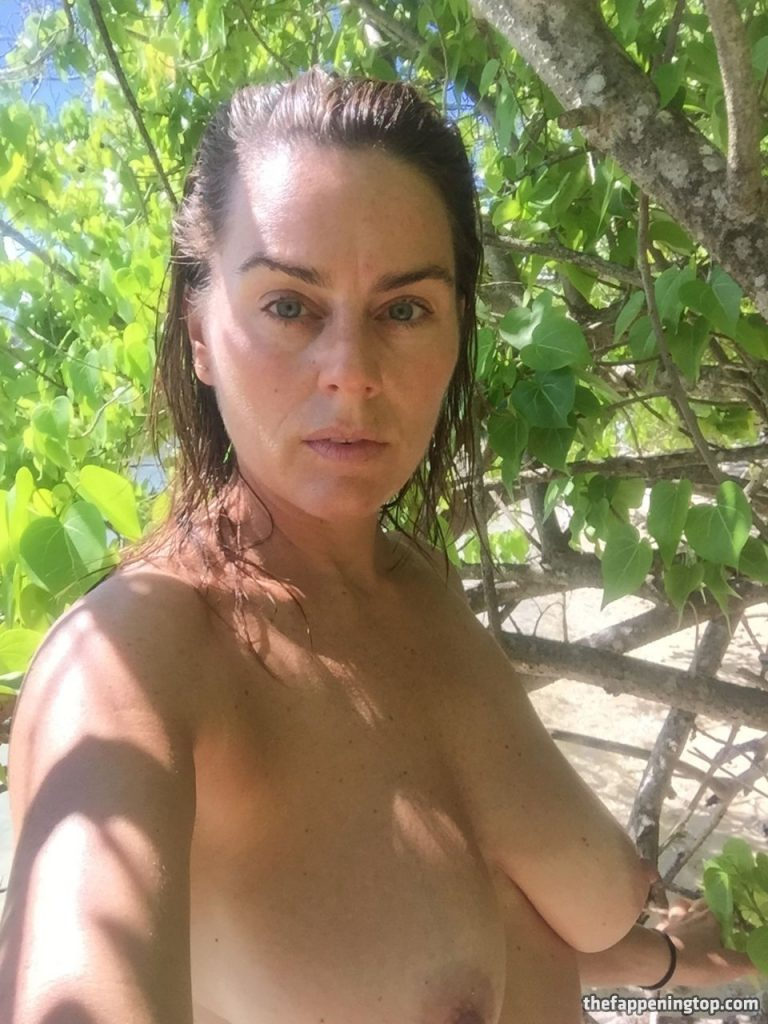 Saggy Tits MILF Jill Halfpenny Roaming the Wildness (Naked) gallery, pic 17