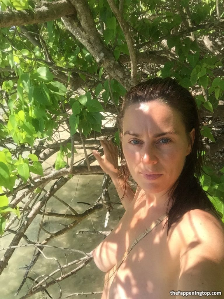 Saggy Tits MILF Jill Halfpenny Roaming the Wildness (Naked) gallery, pic 19