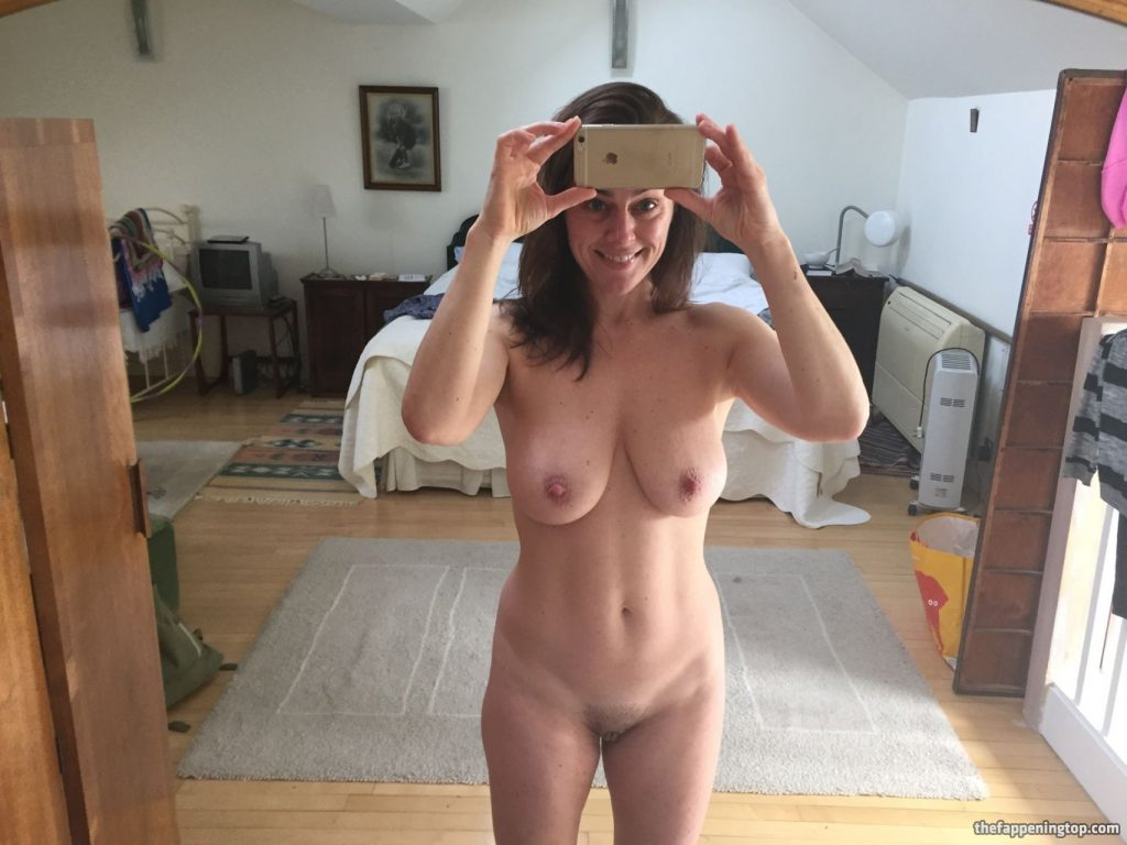 Saggy Tits MILF Jill Halfpenny Roaming the Wildness (Naked) gallery, pic 4