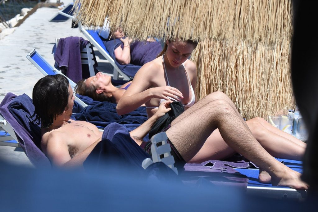 Bikini-Clad Grace Van Patten Makes Out with Her Horny BF gallery, pic 25