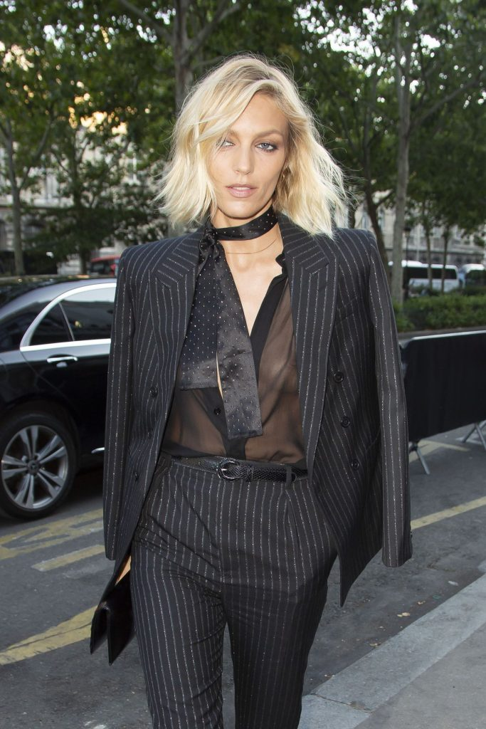 Trendy Blonde Anja Rubik Shows Her Tits in a See-Through Top gallery, pic 3