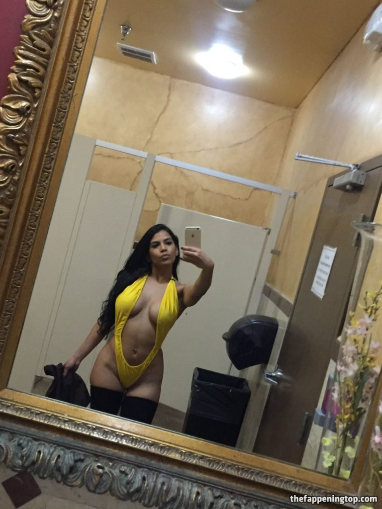 Voluptuous Latina Elizabeth Ruiz Showing Everything on Camera gallery, pic 12