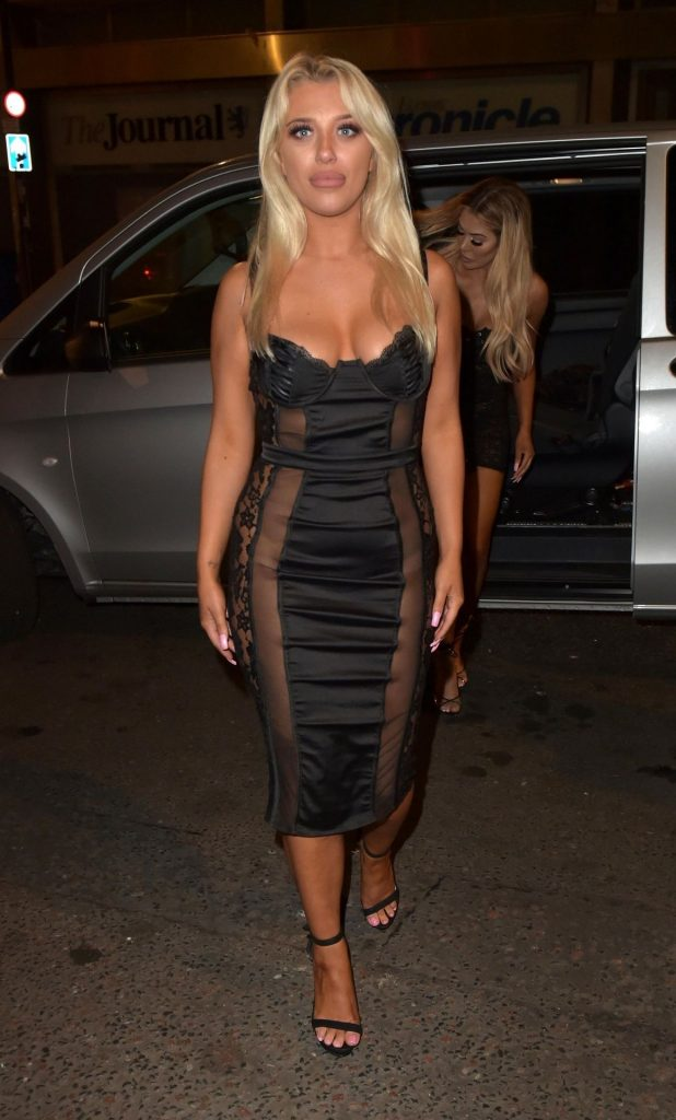 Busty Blonde Bethan Kershaw Exposing Her Tanned Breasts gallery, pic 3