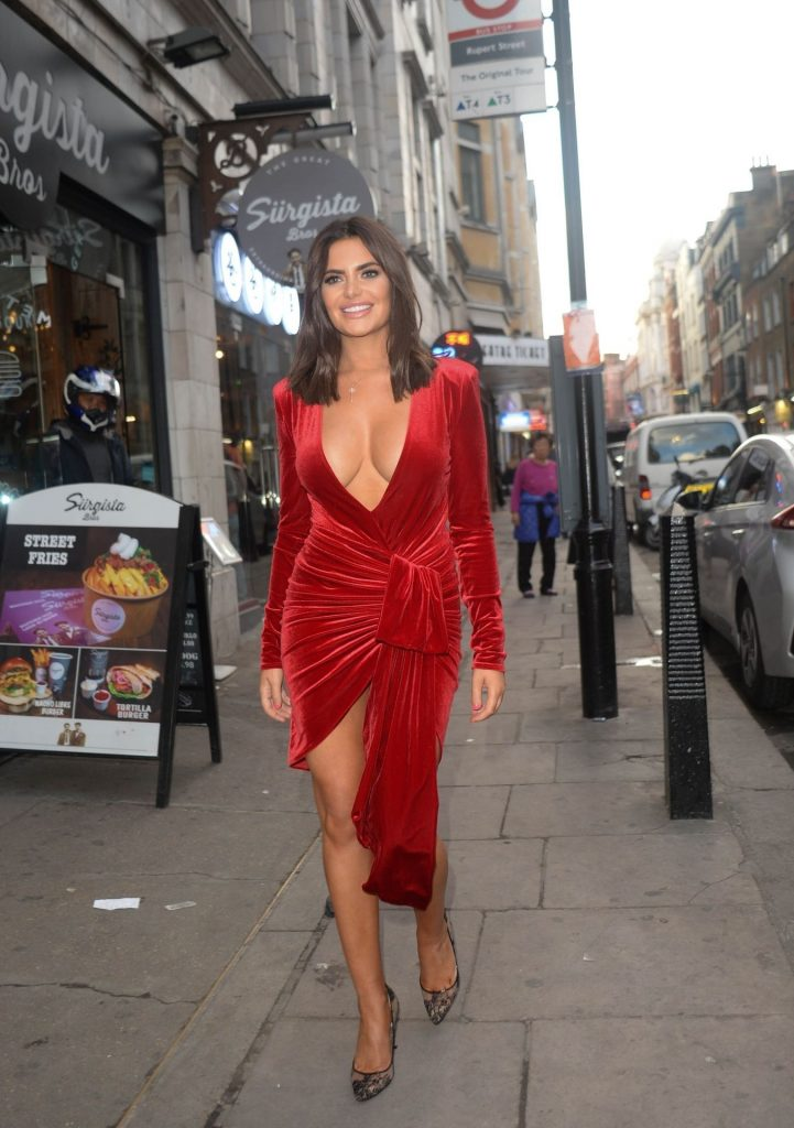 Buxom Brunette Megan Barton Hanson Teasing with Her Cleavage gallery, pic 42