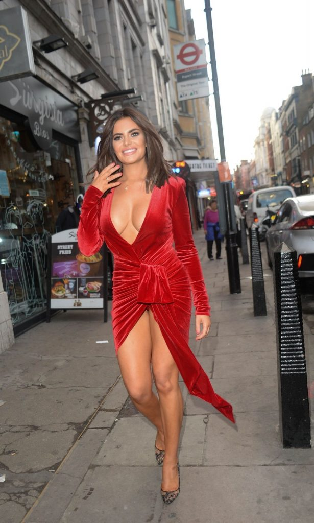 Buxom Brunette Megan Barton Hanson Teasing with Her Cleavage gallery, pic 43