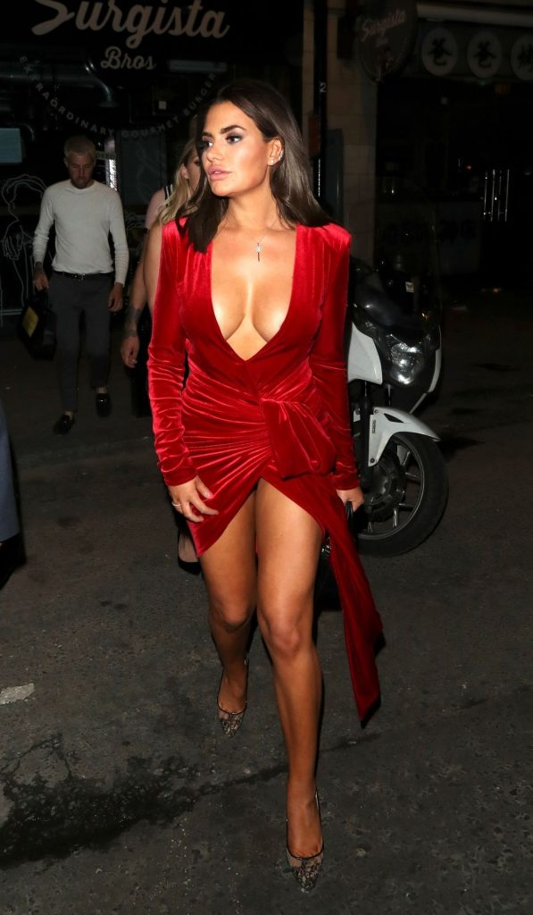 Buxom Brunette Megan Barton Hanson Teasing with Her Cleavage gallery, pic 73