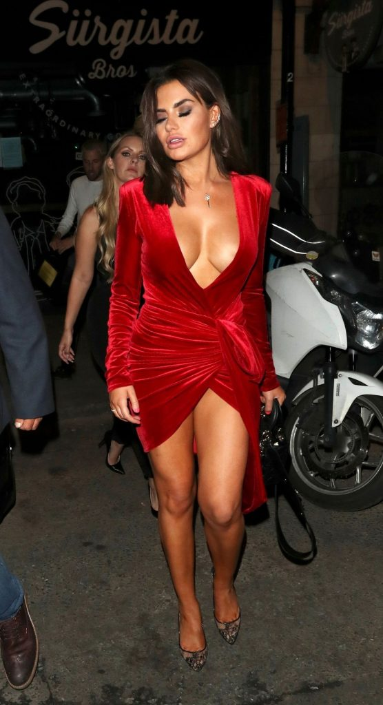 Buxom Brunette Megan Barton Hanson Teasing with Her Cleavage gallery, pic 75