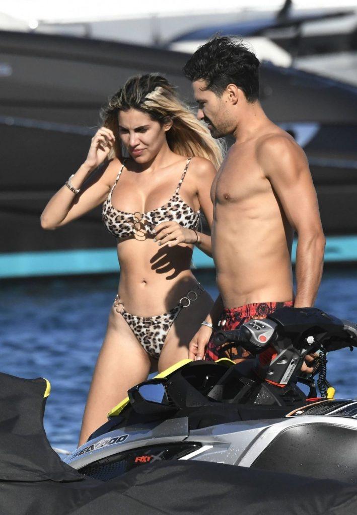 Smoldering Blonde Alexa Dellanos Flaunting Her Bikini Body gallery, pic 12