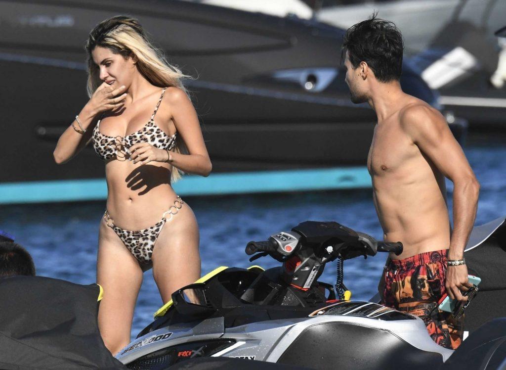 Smoldering Blonde Alexa Dellanos Flaunting Her Bikini Body gallery, pic 13