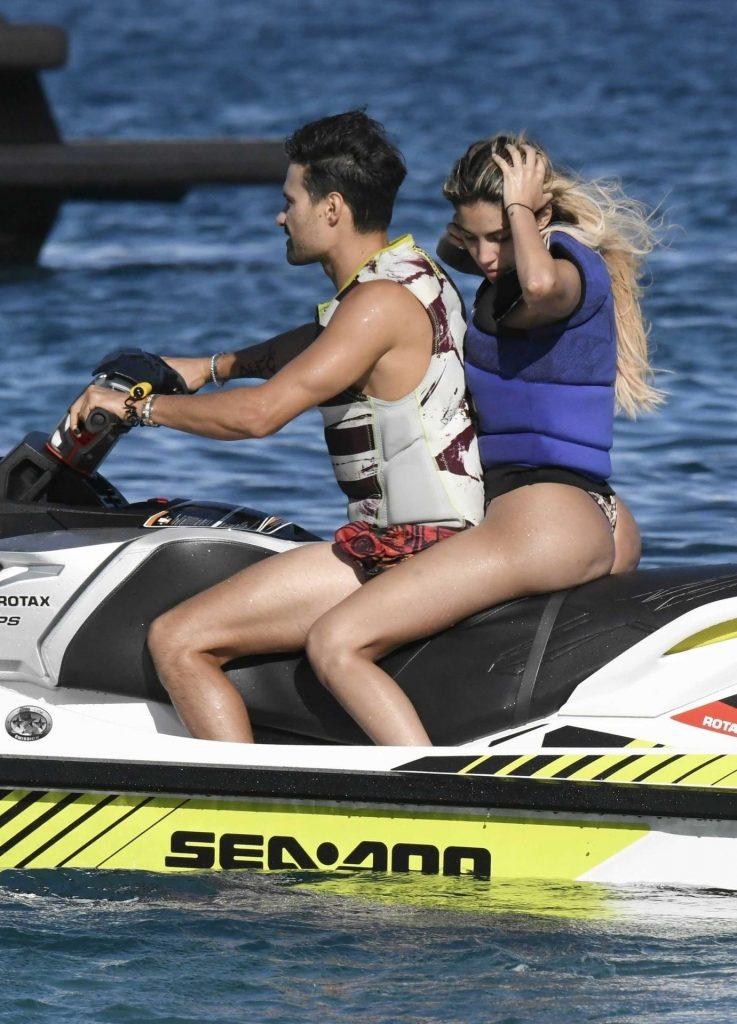 Smoldering Blonde Alexa Dellanos Flaunting Her Bikini Body gallery, pic 15