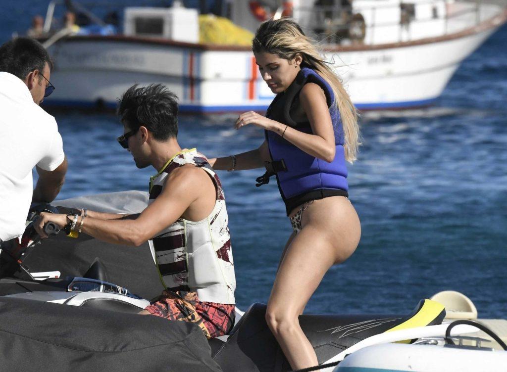 Smoldering Blonde Alexa Dellanos Flaunting Her Bikini Body gallery, pic 18