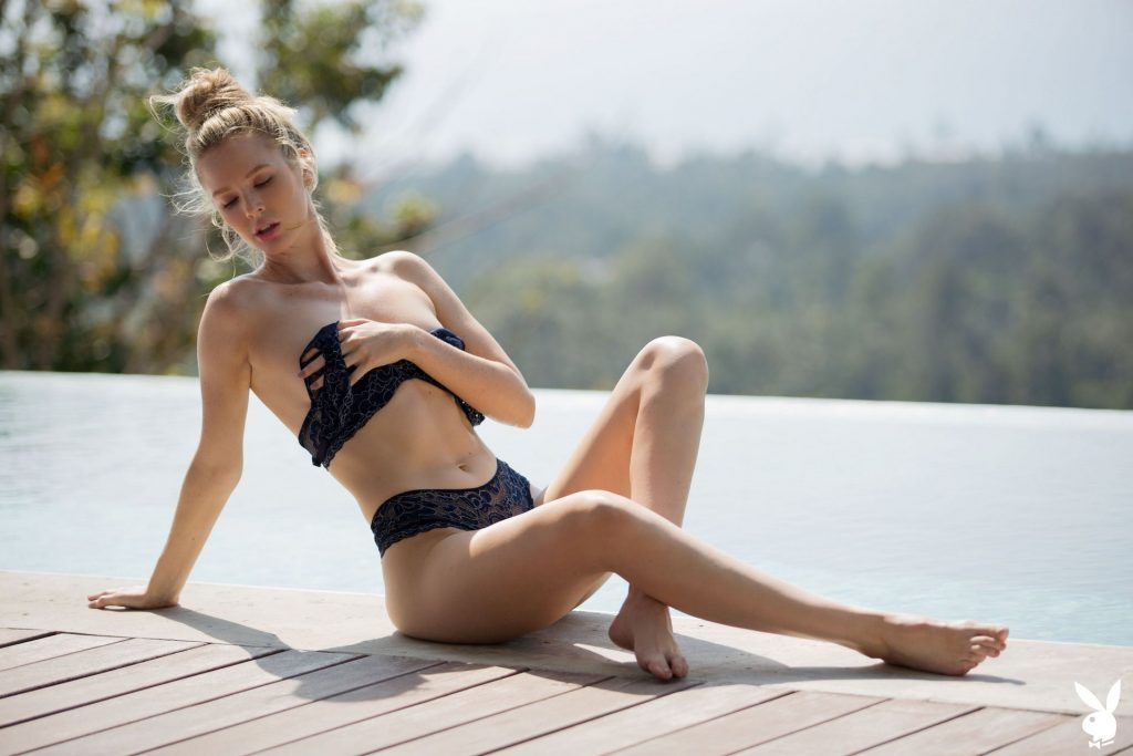 Slim Blonde Thera Jane Showing Her Naked Body Poolside gallery, pic 33