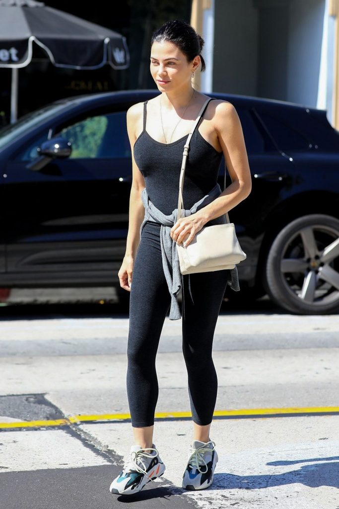 Jenna Dewan Showing Her Cleavage in a Black Top  gallery, pic 2