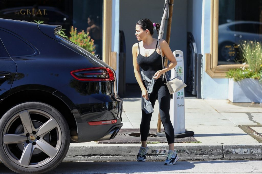 Jenna Dewan Showing Her Cleavage in a Black Top  gallery, pic 26