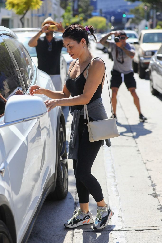 Jenna Dewan Showing Her Cleavage in a Black Top  gallery, pic 6
