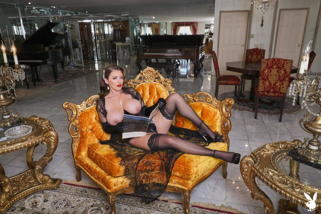 Big-Breasted Pornstar Sophie Dee Prepping to Masturbate in a Hot Gallery, pic 1