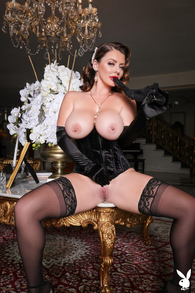 Big-Breasted Pornstar Sophie Dee Prepping to Masturbate in a Hot Gallery, pic 16
