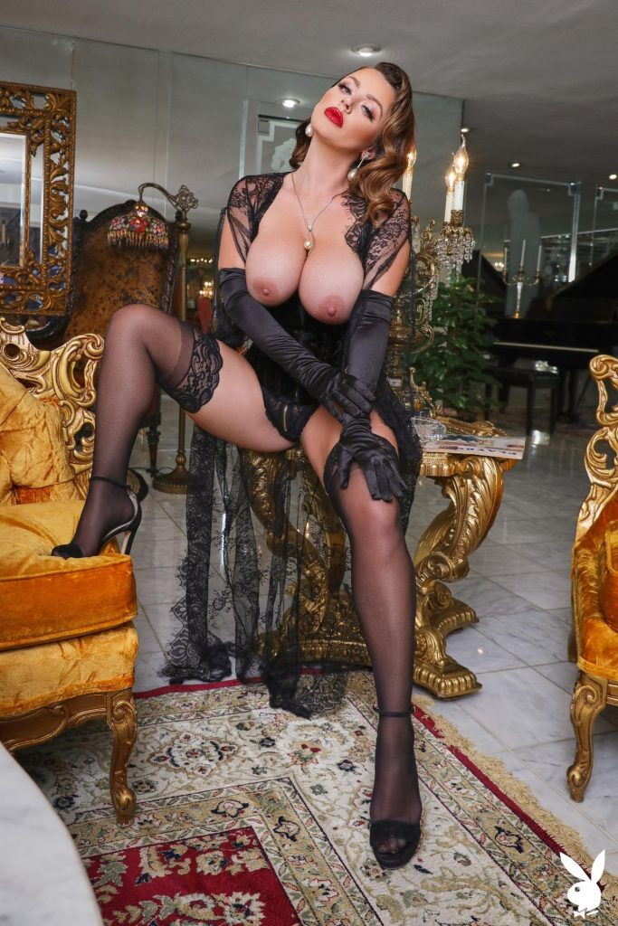Big-Breasted Pornstar Sophie Dee Prepping to Masturbate in a Hot Gallery, pic 2
