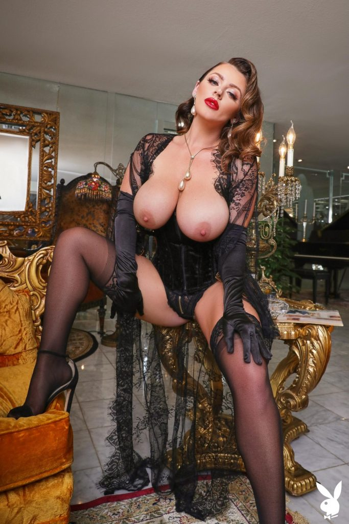 Big-Breasted Pornstar Sophie Dee Prepping to Masturbate in a Hot Gallery, pic 4