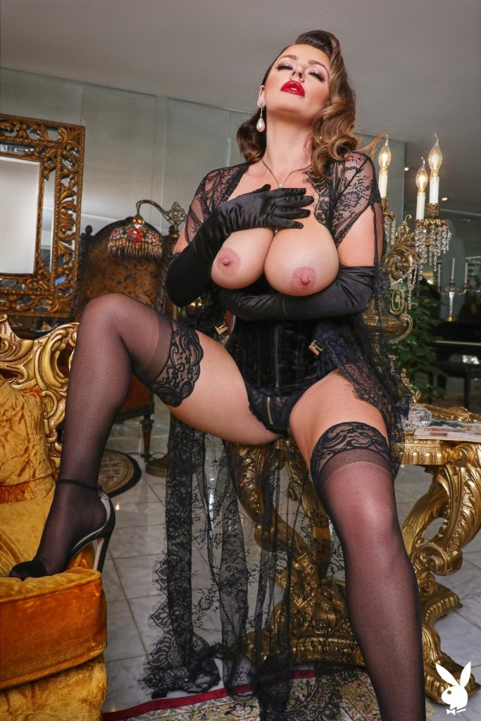 Big-Breasted Pornstar Sophie Dee Prepping to Masturbate in a Hot Gallery, pic 6