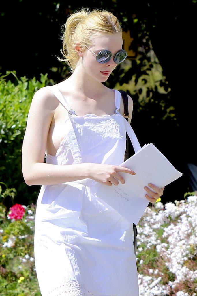 Pale-Skinned Stunner Elle Fanning Flashing Her Juicy Nipple in Public gallery, pic 4